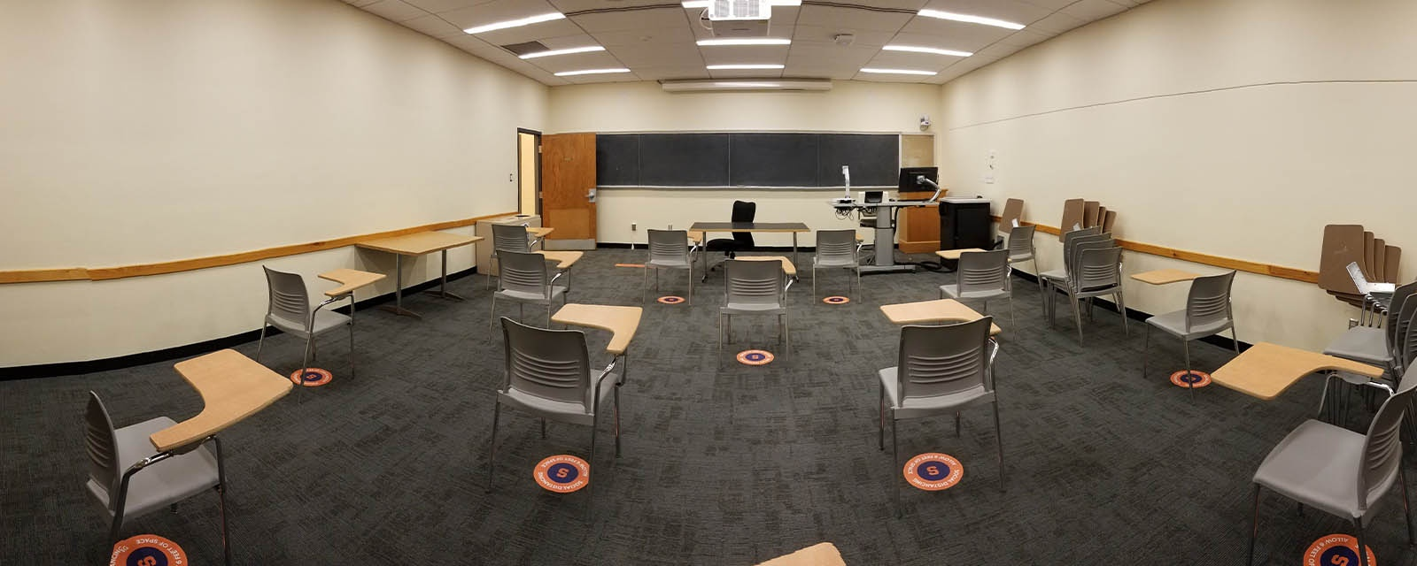 Panorama HBC 323A from back of room to front of room, moveable chairs, teaching station front left