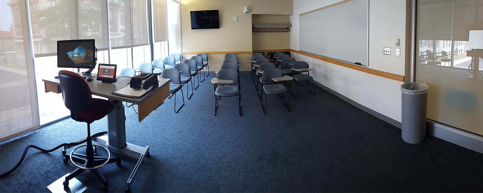 Panorama of Life Sciences 100 Front, moveable chairs, teaching station front left