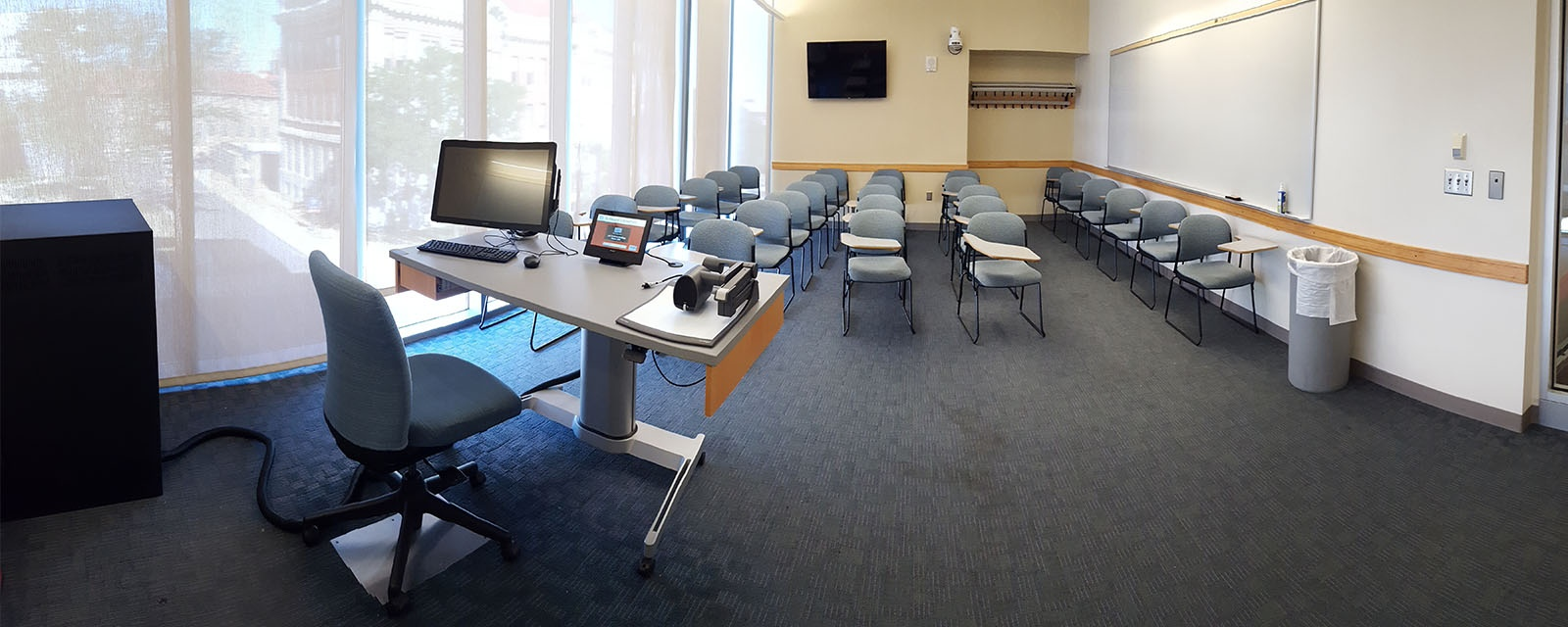 Panorama of Life Sciences 200 Front, moveable chairs, teaching station front left