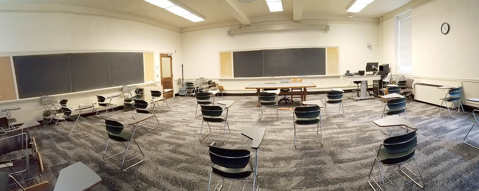 Panorama of Maxwell 111 from front to rear, movable chairs, teaching station front left