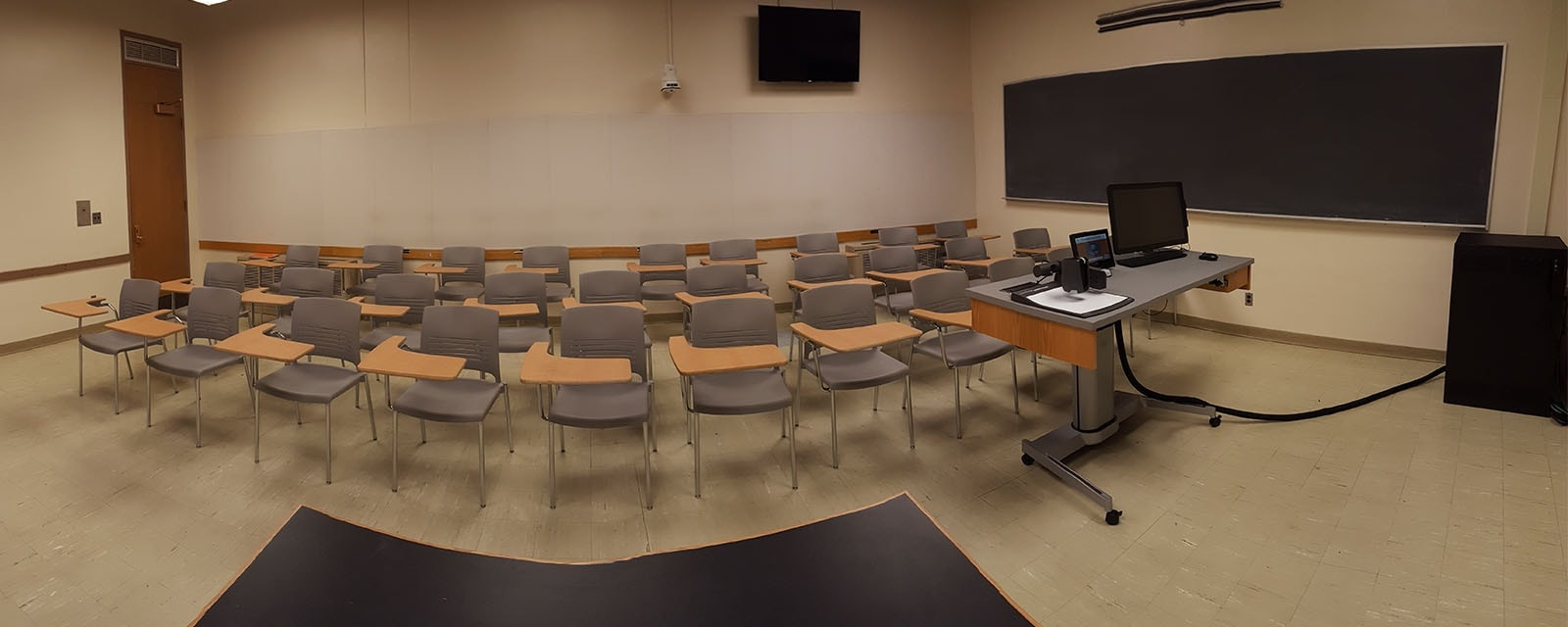 Panorama of physics 106 from front of room, movable chairs, teaching station front right