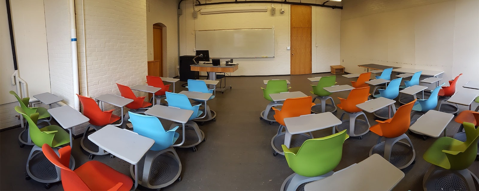 Panorama of Smith 337 Rear, movable chairs, teaching station front right