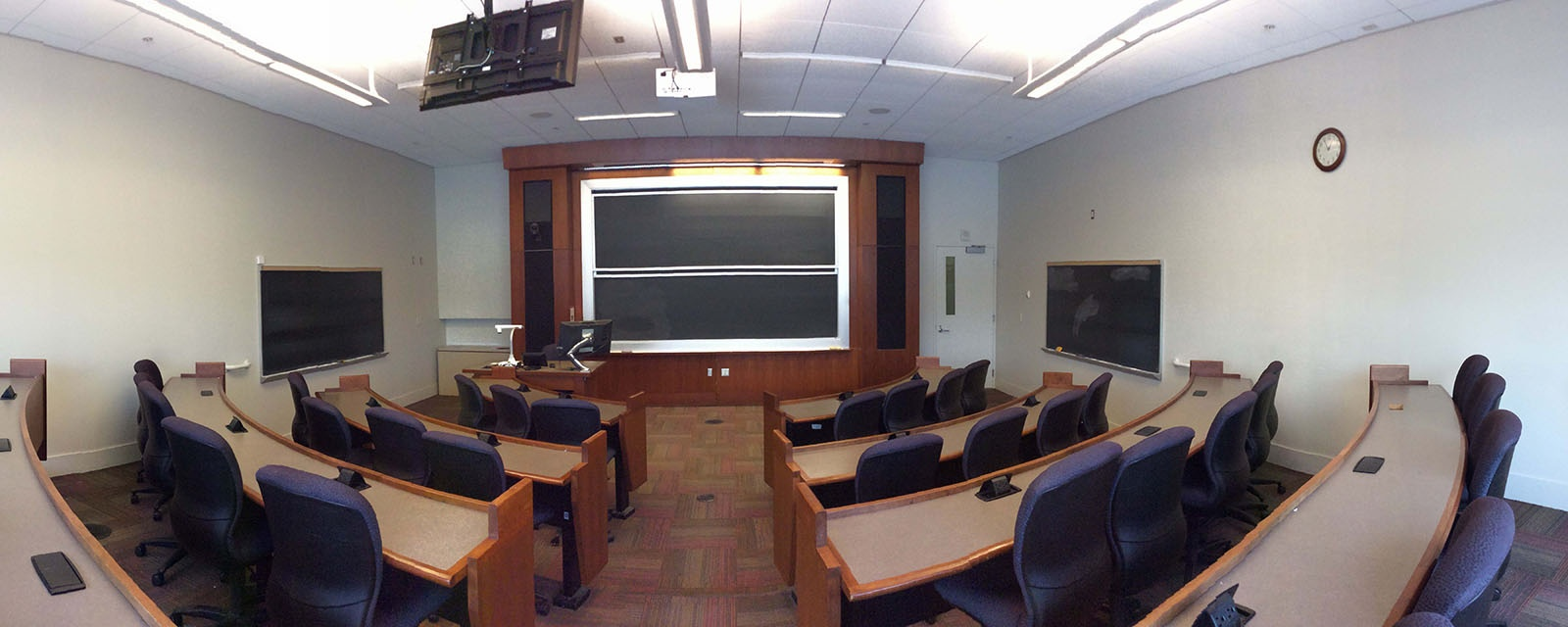 Panorama SOM 302 from back of room, stadium seating, movable chairs, teaching station in front left