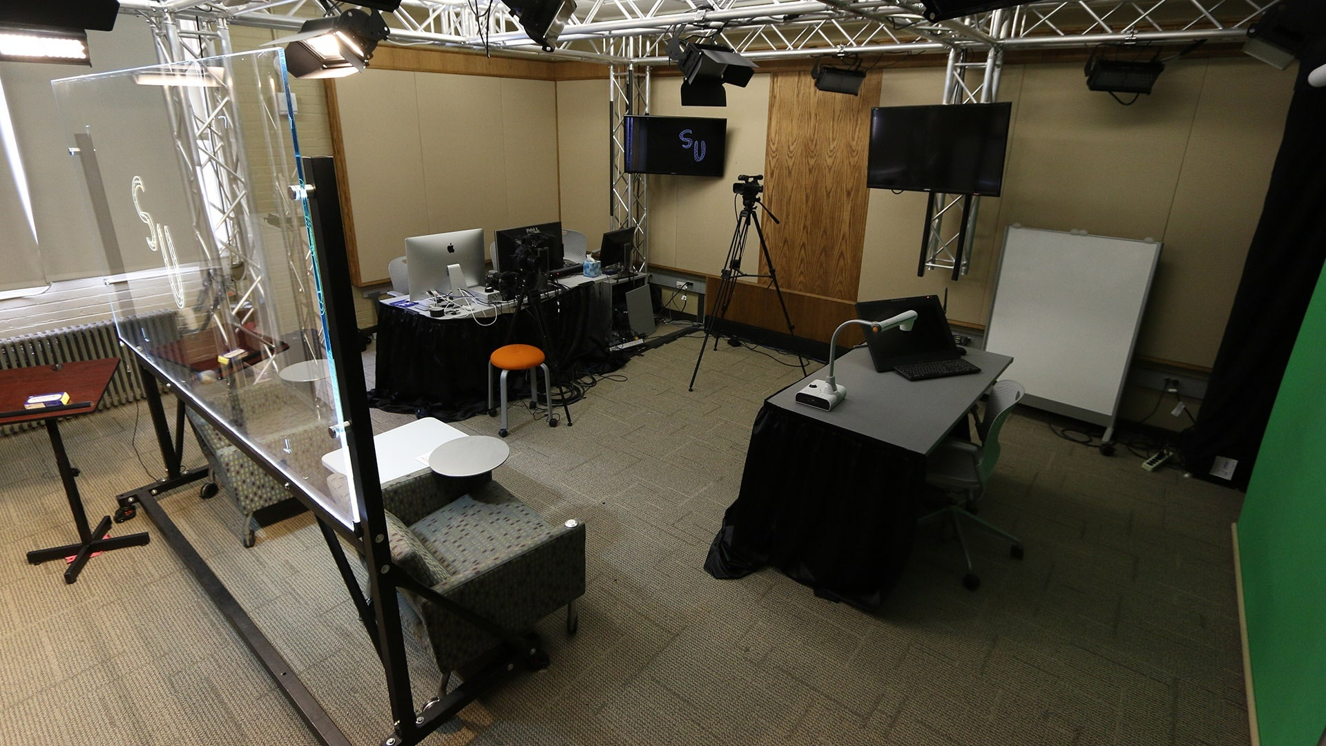 wide shot of LEMP studios. Shows light bird, teaching station, and workstation